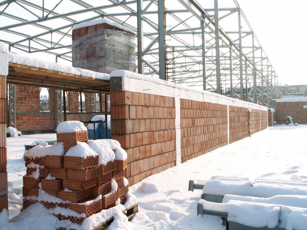 Hala stalowa montowana w zimie